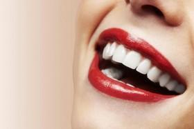 Глубокая чистка зубов ультразвуковым скейлером в Vivaldi Medica