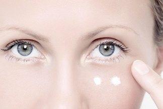 Кожа вокруг глаз: в юном возрасте нужно лишь увлажнение, в 35 — специально подобранный уход