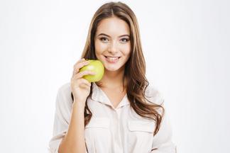 Молодильные яблочки не миф: как связаны еда и красота кожи