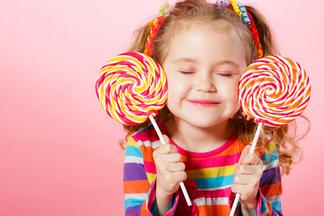 Дети и сахар. Спрашиваемуродителей,как они контролируют своихсладкоежек