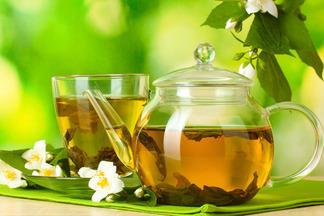Улучшает мозговую активность, но повышает кислотность: польза и вред зеленого чая