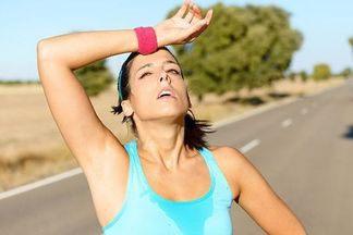 Поддержать форму и сохранить здоровье: как правильно заниматься спортом в жару