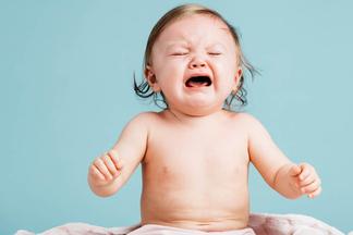 Уши, горло и нос у младенца болят не из-за холода, а из-за мамы! Врач о том, как избежать ЛОР-заболеваний