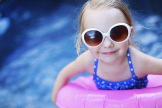Польза плавания: почему  стоит  отдать ребенка  в  бассейн?