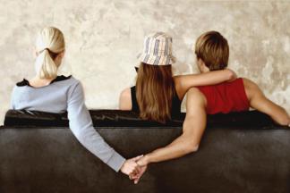 Измена в паре: не стоит строить из себя жертву.  Разговор с  семейным психологом