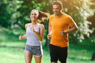 Неправильный бег может привести к гормональному сбою! Врач о плюсах и минусахмодной активности