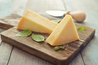 Почему полезен более жирный сыр?