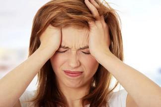 Молодежь часто страдает головной болью напряжения. Разбираемся, что делать