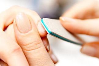 ТОП-10 худших вещей, которые мы делаем со своими ногтями