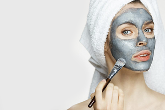Несмываемые, тканевые, альгинатные… Что важно знать о разных видах масок для лица?