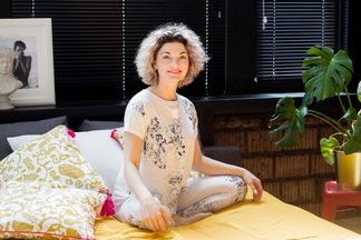 «Ленивая» йога: учимсяразминать тело, невставая с кровати!