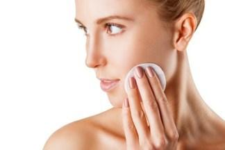 Увлажняющий крем нужен не только сухой, но и жирной коже. Как его выбрать?