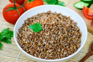 Больше всего пищевых волокон содержит гречневая каша из дробленой крупы