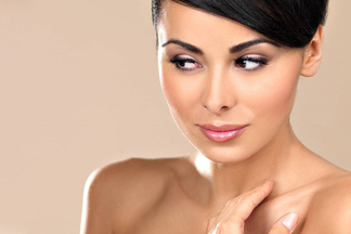 «Нельзя крем для лица наносить на шею!». Косметолог о том, почему средства должны различаться