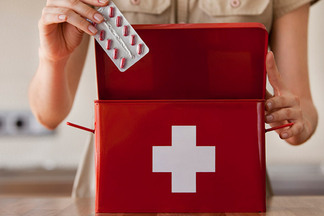 Что обязательно должно бытьвдомашней аптечке? Советуеттерапевт
