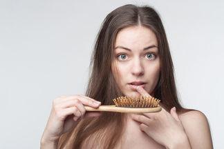 Выпадают волосы? О проблеме и ее решении говорим с врачом-дерматологом