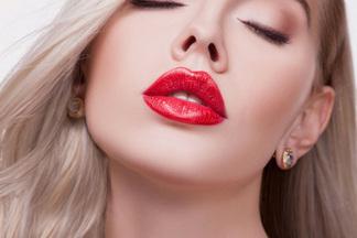 Как увеличить губы безинъекций? Обсуждаем скосметологом самые распространенные методы
