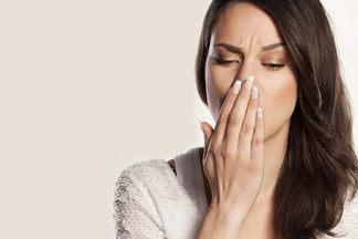 Причины неприятного запаха изо рта и методы борьбы с проблемой