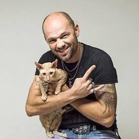 Белорусские звезды — с кошками и о кошках