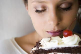 Чтобы удовлетворить желание съесть вредную пищу, ее можно просто понюхать