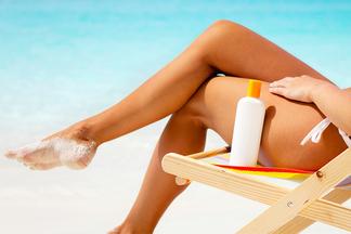 «Средство должно оставаться на коже не дольше двух часов». Выбираем солнцезащитный крем вместе с косметологом