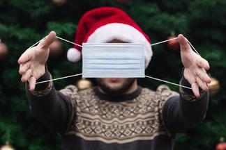 ВОЗ рекомендует отмечать Новый год на улице