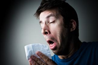 Почему нельзя чихать с закрытым носом?