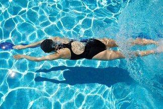 Защищаем кожу от хлорки: правила безопасности в бассейне