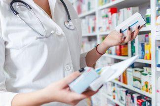Как будут работать аптеки и поликлиники в предстоящие праздники?