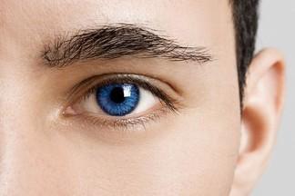 Ученые изобрели растворимые иглы для лечения болезней глаз