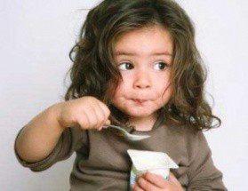 Йогурт в детском питании: какой полезнее?