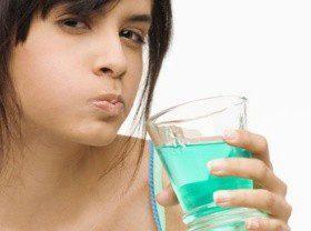 Жидкости для полоскания рта портят зубы и вызывают рак