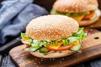 Мачанка vs фастфуд. Разбираем с диетологом полезные альтернативы вредной еде
