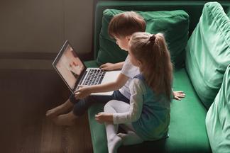 Если вы с детьми остались дома. Психолог рекомендует мультфильмы, которые полезно смотреть всей семьей