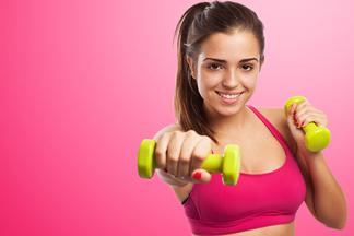 Да, это реально! Фитнес-тренер показывает, какие упражнения помогут вернуть груди красивую форму