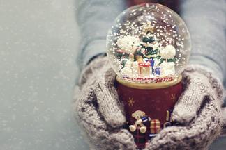 Что положить под елку: идеи  «здоровых» подарков до  300  тысяч рублей
