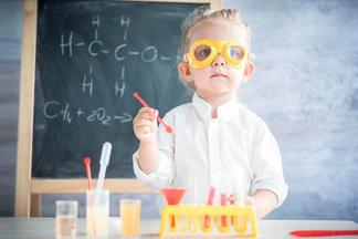 Не растите гениев! Нейропсихолог объясняет, вчем вред билингвизма и раннего обучения малышей