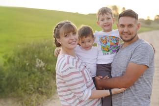 «С 4 лет мой сын сам себе измеряет сахар». История семьи, которая научилась дружить с диабетом