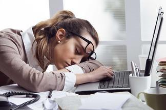 Для перезагрузки мозга достаточно подремать всего 2 минуты! Учимся побеждать дневную сонливость