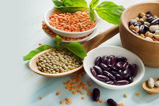 Утром — белок с овощами, в  обед — бобовые. Какие продукты и в какое время лучше всего есть