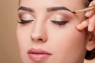 Почему краситься каждый день вредно: 5 причин, которые вас удивят