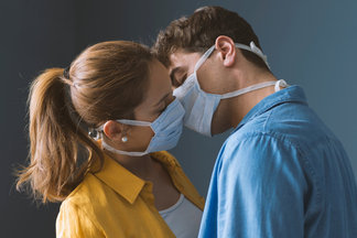 Ученые: вероятность заражения COVID-19 половым путем не исключена