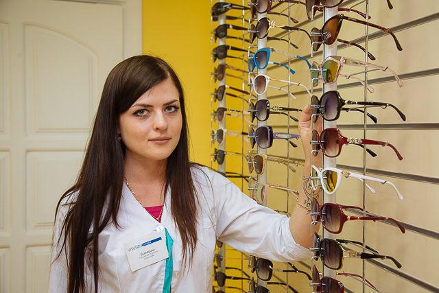 «При выборе солнечных очков важен цвет их линз». Интервью с экспертом оптики 7f7a3e965bc